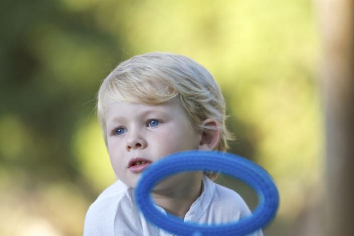 Niño con tricuclo
